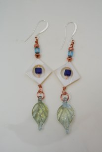 Lampworks leaf and Mother of Pearl diamonds and Crystals earrings - DSC_1214